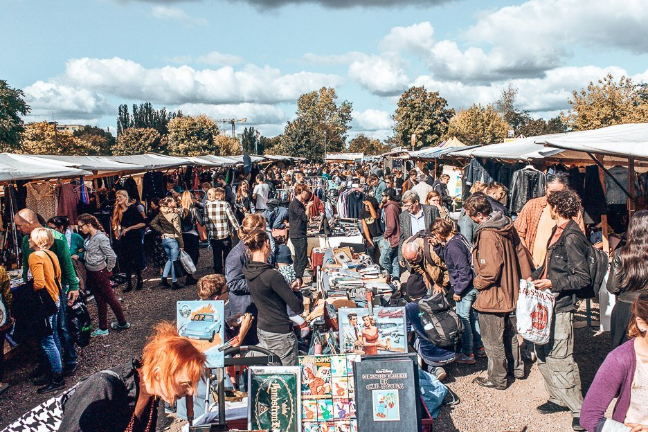 Shoppers and stalls at Fleamarket at Mauerpark, Berlin