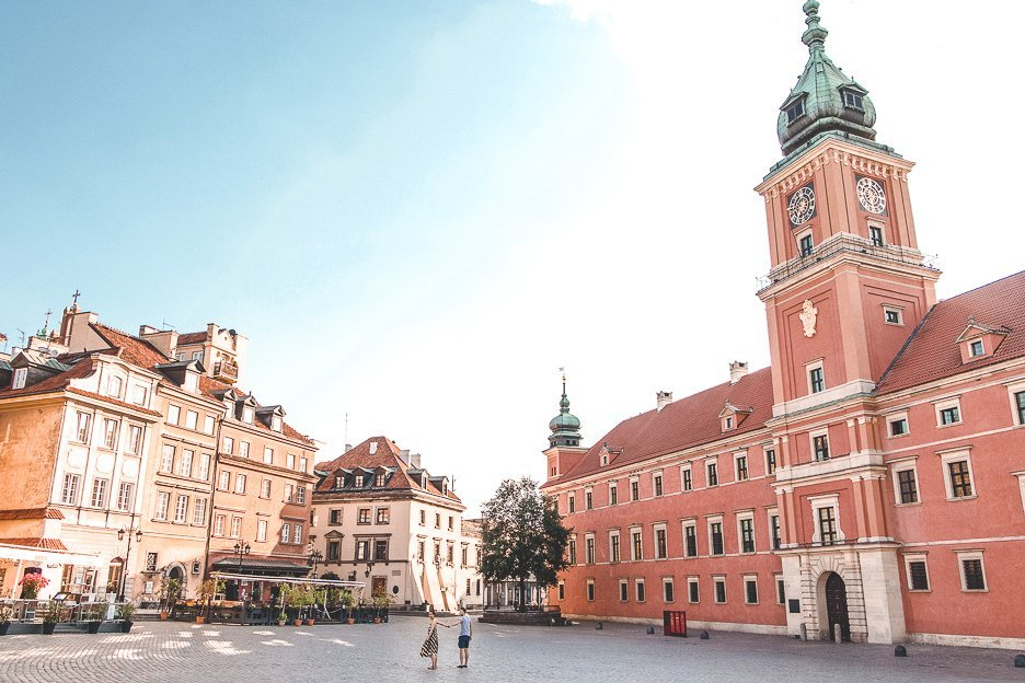 Jasmine & Bevan hold hands at sunrise on the edge of the Old Town of Warsaw, Poland