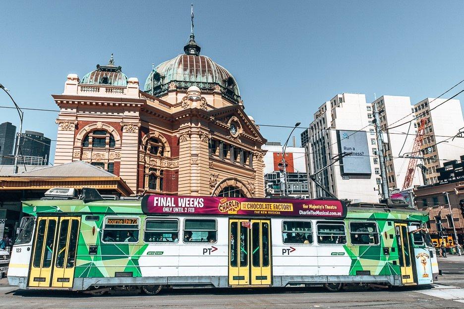 Iconic trams in Melbourne CBD - Melbourne Travel Guide