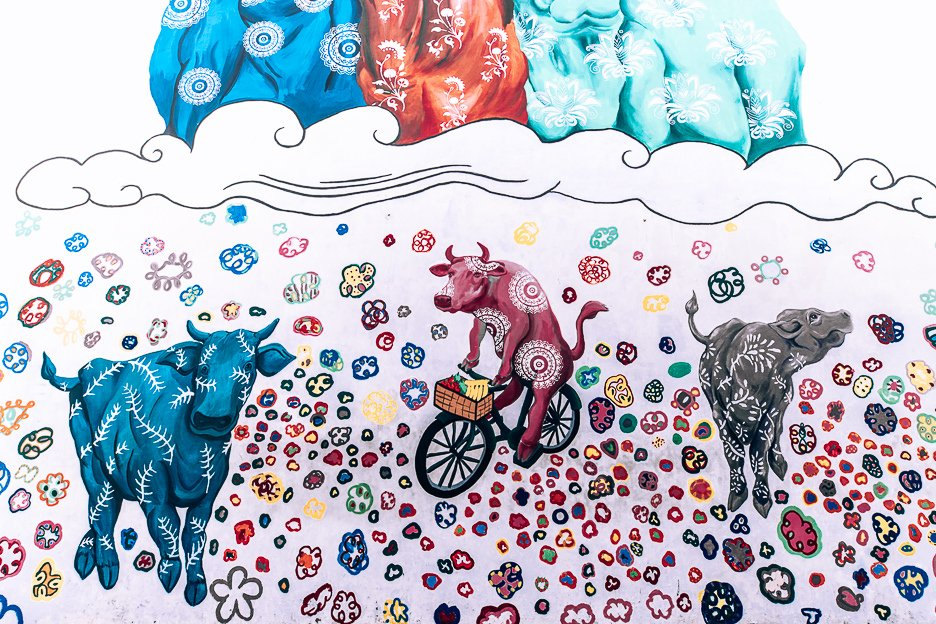 3 Day Singapore Itinerary - graffiti art of colourful cows in Little India